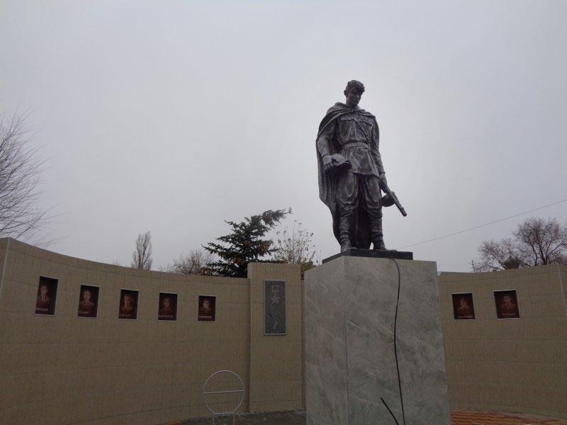 памятник воину жирновск